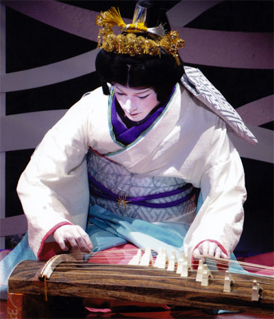 takihime playing koto